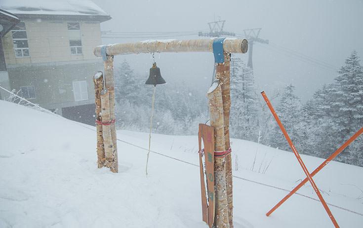 山頂に愛妻の鐘。